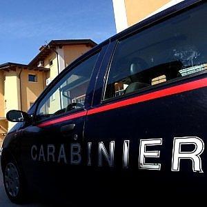 Napoli, un uomo spara alla moglie in strada e si suicida