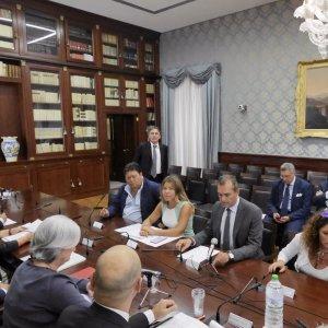 """Camorra, scontro Bindi-sindaco: """"Mai detto che è nel dna di Napoli"""""""