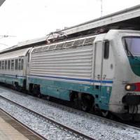 Investito da treno Intercity, minorenne muore: traffico ferroviario sospeso