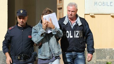 Tre poliziotti arrestati, tra le accuse auto  di servizio per accompagnare Gigi D'Alessio