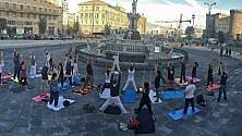 Lezioni di yoga gratis  in piazza Municipio
