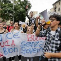 Cinquemila studenti in piazza a Napoli per protestare contro la Buonascuola