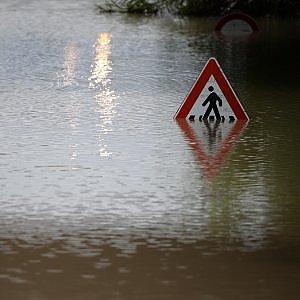 Campania in ginocchio per il maltempo, esondano fiumi paesi isolati. Frane a Capri