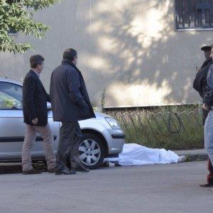 Uomo ucciso da cinque colpi di arma da fuoco a Napoli