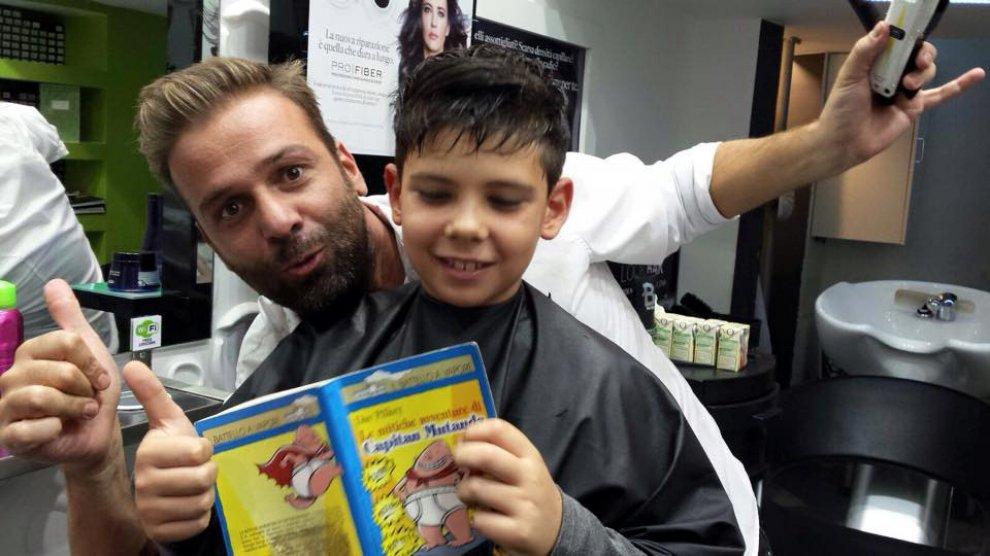 A chi legge libri un taglio di capelli gratis