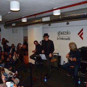 E Napoli si ferma per ascoltare De Gregori che canta Dylan