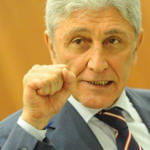 """Napoli, primarie Pd. Bassolino: """"Mi candido, torno in campo per unire la città"""". Ma il Nazareno lo gela"""