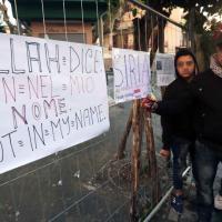 Campania, la comunità musulmana in piazza contro i terroristi dell'Is