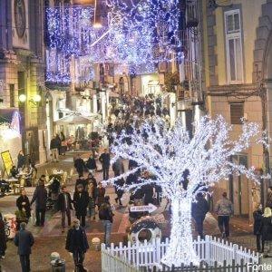 Luci Di Natale A Napoli.Napoli Si Accendono Le Luci Di Natale A Chiaia E Toledo Ospite D Onore Peppino Di Capri La Repubblica