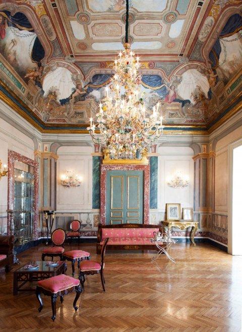 Un viaggio fotografico nelle case pi belle di napoli 1 for Gli interni delle case piu belle d italia