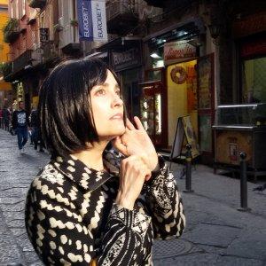 """Parla l'attrice Coralina Cataldi-Tassoni: """"Astrid Saint's, il mio thriller nei vicoli di Napoli"""""""