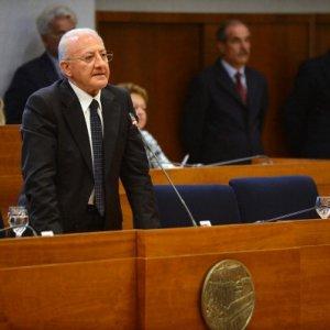 Campania, approvato il documento finanziario regionale 2016. In serata si discute il bilancio