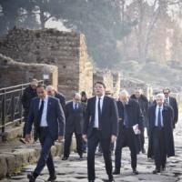 Renzi, nessuno ha fatto tanto per Sud come noi: Terra dei fuochi,  Bagnoli, Pompei