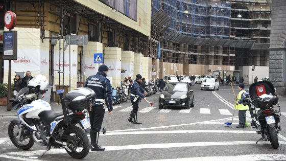 Smog: il sindaco de Magistris revoca  l'ordinanza di stop alle auto