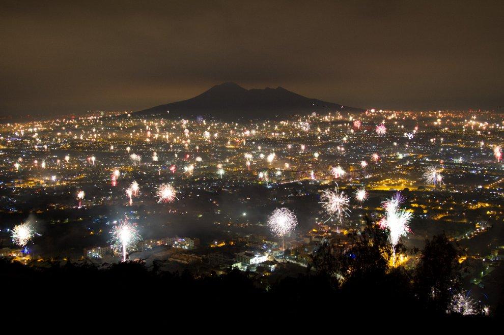 In un'unica immagine, tutta la magia del Capodanno a Napoli