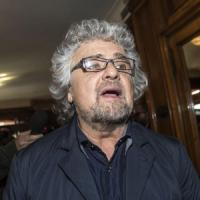 Grillo difende il sindaco di Quarto. Ma il Pd: