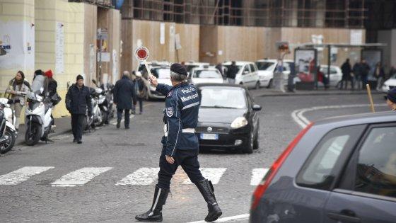 Smog, a Napoli domenica blocco della circolazione