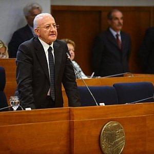 """La sfida di De Luca ai M5S: """"Invito Beppe Grillo a un confronto pubblico su trasparenza e correttezza"""""""