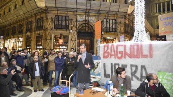 """Bagnoli, Renzi: """"Parte la bonifica"""". Ma il sindaco diserta la cabina di regia e va in assemblea con i movimenti"""