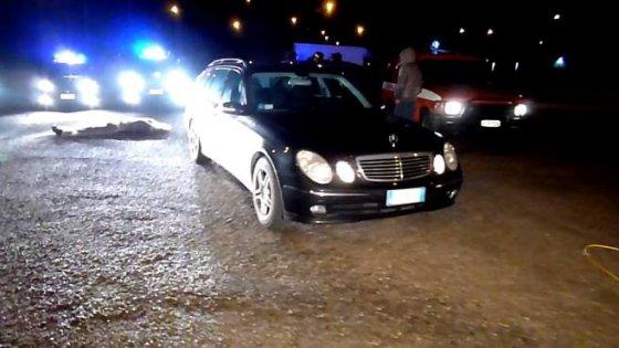 Tragedia della gelosia ad Ariano, sorprende un albanese con la moglie e lo uccide