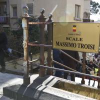 Inaugurate a Napoli le scale Massimo Troisi