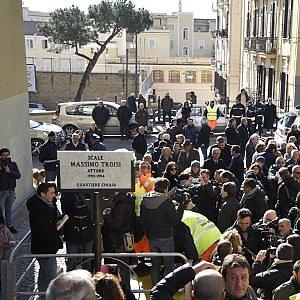 """Napoli, intitolate a Massimo Troisi le scale di """"Scusate il ritardo"""""""
