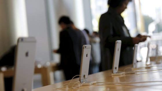 """Apple sbarca a Napoli, i seguaci di Jobs sotto il Vesuvio """"Grande chance"""""""
