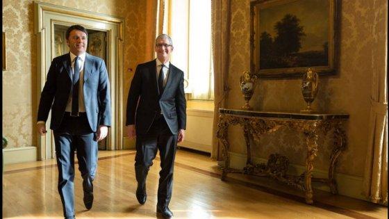 """Apple, Renzi incontra Cook: """"Il Sud esca dal vittimismo. La grande partita Napoli è fondamentale"""""""