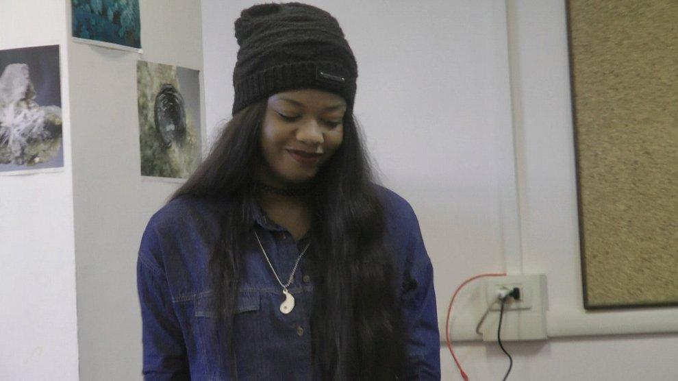 Sabrina, scrittrice a 16 anni da Scampia a Castel Volturno