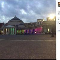 """""""Oggi avrei voluto essere a Napoli"""", Roberto Saviano posta su Facebook la foto di piazza Plebiscito illuminata"""