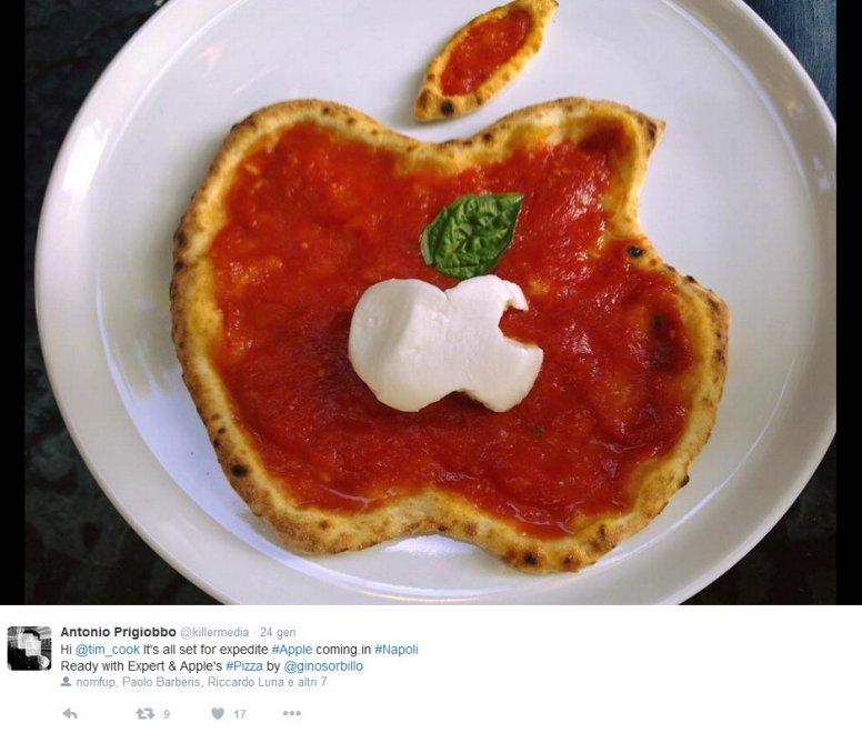Napoli, benvenuta Apple: è virale la pizza a forma di mela 'mozzicata'