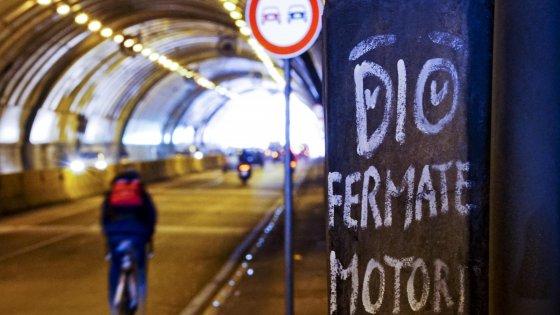 Smog, a Napoli c'è il blocco auto: da oggi e per una settimana stop al traffico