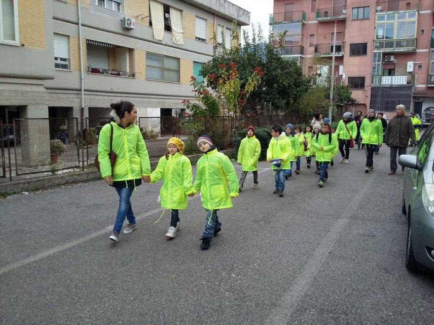 Sapri, ecco Piedibus: i bambini vanno a scuola a piedi, in ...