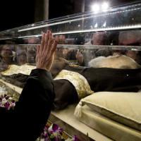 """Padre Pio torna a Pietrelcina dopo 100 anni """"Di nuovo a casa"""""""