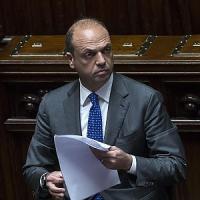 """Alfano: """"A Napoli ci vuole l'Esercito"""""""