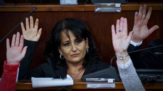 """Capuozzo sfida i 5 Stelle: """"Ritiro le dimissioni, resto sindaca"""""""