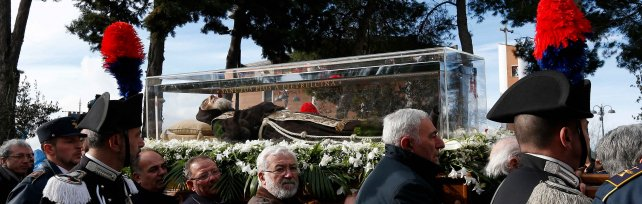 """""""Evviva Pio"""", il santo torna a casa dopo 100 anni"""