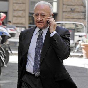 """Procura di Salerno, su De Luca sospetti di brogli:  """"Primarie truccate"""""""