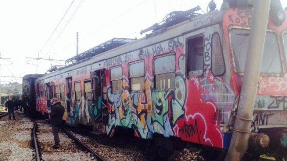 """Deraglia un treno della Cumana a Torregaveta. La rabbia dei sindaci:""""Vogliamo più sicurezza"""""""