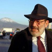 Umberto Eco napoletano dalla Saletta Rossa al fascino dei vicoli