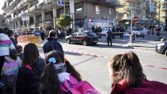 Casalnuovo: ucciso davanti scuola, fermati un 22ene e un 32enne