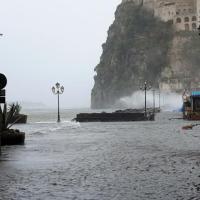 Bufera nel golfo di Napoli: isolate Capri, Ischia e Procida
