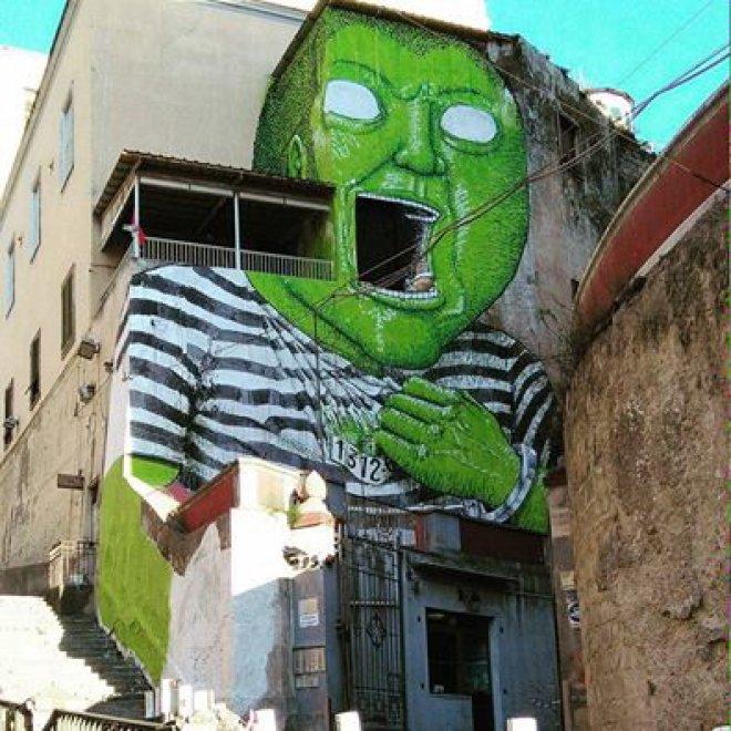Un internato sull'ex Opg occupato, la street art di Blu