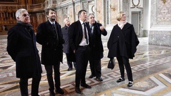 """""""Finita la pacchia. Sindacati ridicoli"""". Renzi sostiene il direttore della Reggia di Caserta"""