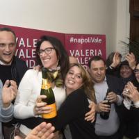 Primarie a Napoli, l'esultanza di Valeria Valente