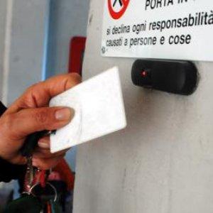 Furbetti del cartellino, timbravano ma erano assenti: 21 indagati alla Asl di Avellino (video)