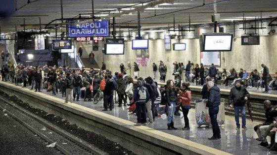 Venerdì nero per i pendolari, sciopero dei Bus Anm e dei treni della Cumana, Circumflegrea e Circumvesuviana