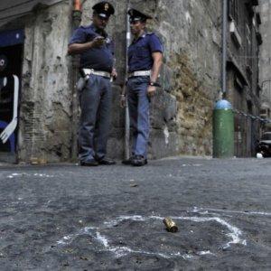 Napoli, due sparatorie nella notte. Ragazza ferita ai Quartieri spagnoli