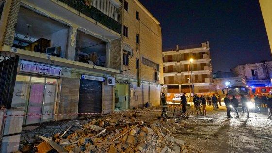 Esplosione in un appartamento nel Napoletano: cinque feriti