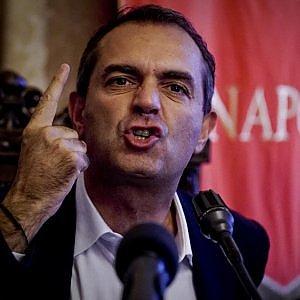 """Bagnoli, il governo gela de Magistris: """"Pagliacciate"""""""
